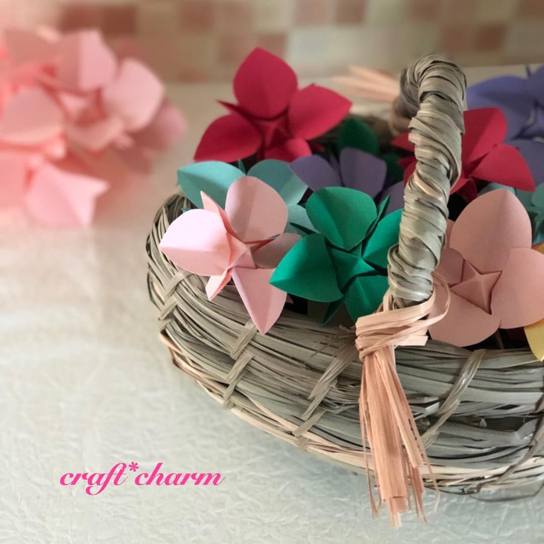 折花の紫陽花🌺 ・ ポタニカルスクールで作った レモングラスで編んだカゴに カラフルに入れてみました^_^ ・ ・ ・ #折花#手作りディフューザー#精油#アロマ#癒し#可愛い#紫陽花#季節の花#craft-charm.com
